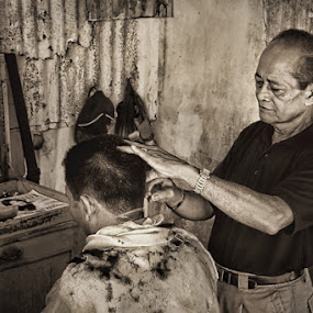 Barber by Rozy Fhotography - People Portraits of Men