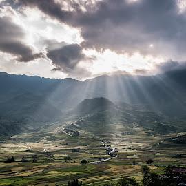 Sunset at Tu Le, Mu Cang Chai by Quoc Tran - Landscapes Sunsets & Sunrises ( sun ray, sunset, tu le, vietnam, yen bai, stunning, mu cang chai )