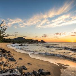 Ilhota Beach at Sunrise by Rqserra Henrique - Landscapes Beaches ( clouds, brazil, wave, rqserra, beach, sunrise, rocks, sun )