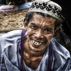 Floating market people by Ibnu Zakaria - People Portraits of Men