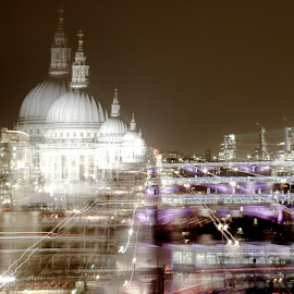Zoom by Augustin Cross - Abstract Light Painting ( st pauls, drawing with the camera, zoom burst, night, bridge )