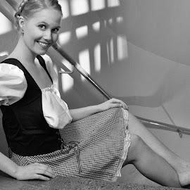Anjuska by Simo Järvinen - Black & White Portraits & People ( person, model, monochrome, indoor, female, woman, lady, people, portrait )