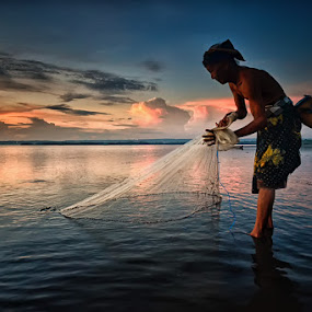 by Hendri Suhandi - People Street & Candids ( street, candid, fisherman, portrait )