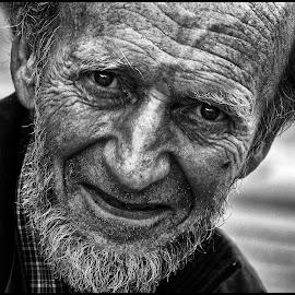 by Etienne Chalmet - Black & White Portraits & People ( black and white, street, people, man, portrait )