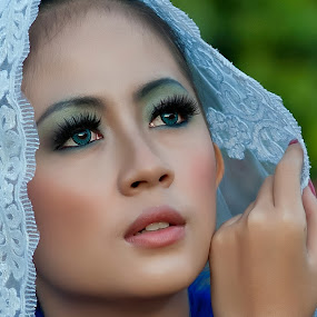 Ajeng#2 by Hendra Hudiono - People Portraits of Women