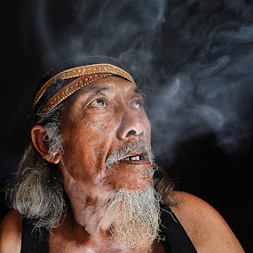 by Achmad Syamsu Hidayat - People Portraits of Men ( smooke, senior citizen, men, people, portrait )