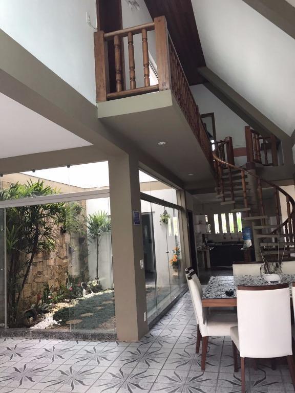 Casa residencial à venda de 250m² com 3 dorms em  Peruíbe.