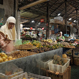 legi market in kotagede by Nofria Donifitri - People Group/Corporate