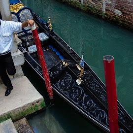 Gondolier by Darrell Portz - People Street & Candids ( gondola, gondolier, venice, candid, italy )