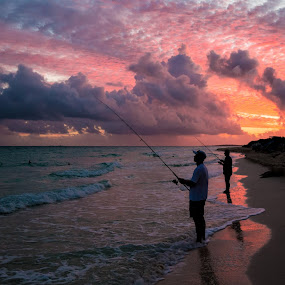 Les pêcheurs by Éric Senterre - Landscapes Beaches ( plage, cayo santa maría, hotel playa cayo santa maría, cuba )