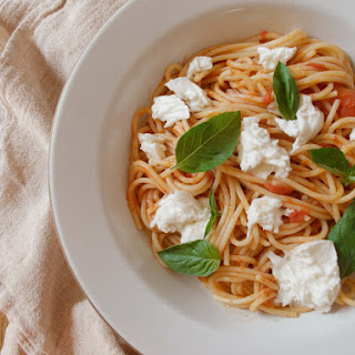 SPAGHETTI WITH TOMATO SAUCE, MOZZARELLA, AND BASIL