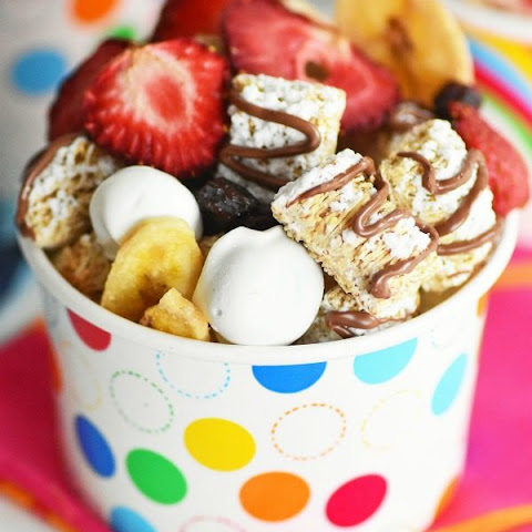 Fruity Breakfast Snack Mix