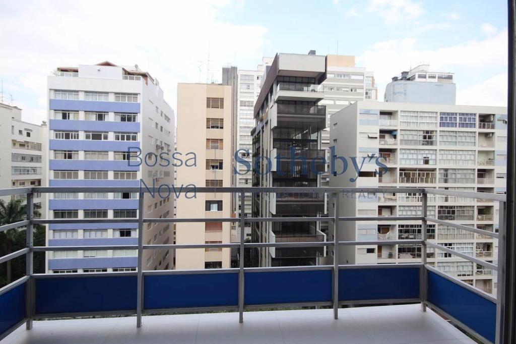 Apartamento incrível e com reforma caprichada em rua desejada de Higienópolis