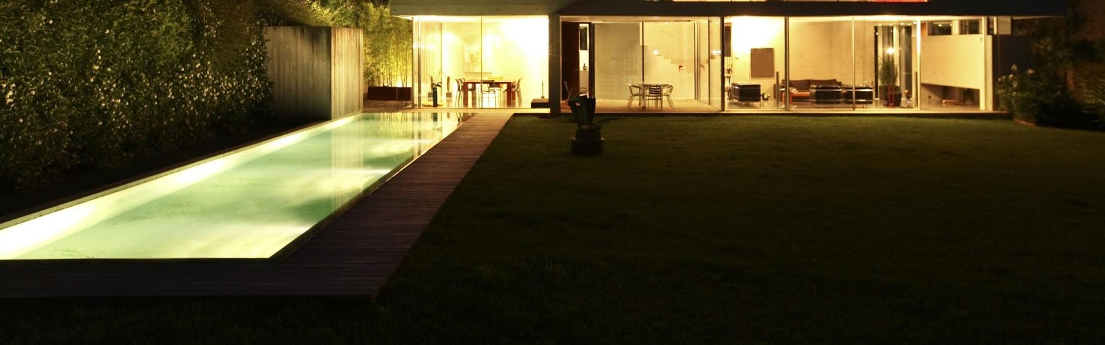 Garden Lighting by Classical Landscapes in Farnham