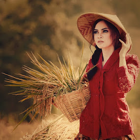 Chica de Campo by Roy Ardy - People Portraits of Women (  )