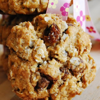 Oatmeal, Dates & Raisin Cookies
