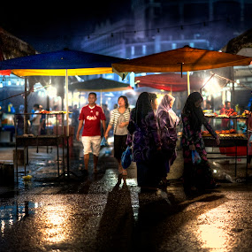 Gadong Night Stalls by Mohamad Sa'at Haji Mokim - People Street & Candids
