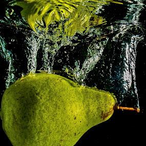O Fundo da Perâ by Adriano Freire - Food & Drink Fruits & Vegetables ( water, mergulho, perâ, splash, fundo )