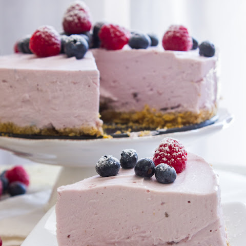 No-Bake Berry Greek Yogurt Pie #SundaySupper