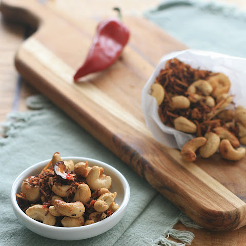 Spicy Cashew and Coconut Snack Mix