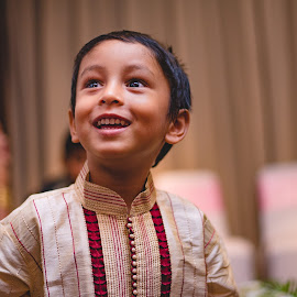 The candid moment by Pritam Ganguly - Wedding Other ( moment, wedding, child portrait, candid, portrait )
