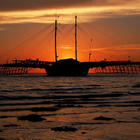 Bagang Silhouette by Ahmad Irfan - Landscapes Sunsets & Sunrises ( sunset, sea, traditional, boat, landscape )