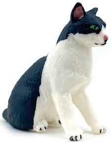 """Игрушка-фигурка серии """"Город Игр"""", котенок S3, сидит, смотрит прямо"""