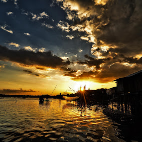 Di Ujung Senja by Niin Peweel - Landscapes Sunsets & Sunrises ( sunsets, landscapes )