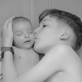Brother and sister love by Alexandru Bogdan Grigore - Babies & Children Child Portraits ( love, baby, protection, black and white, portrait, brother, sister )