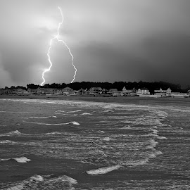 Lightning storm by Alex  Wolf - Landscapes Travel ( water, clouds, lightning, alex wolf, wolfproduction.us, ocean, storm )
