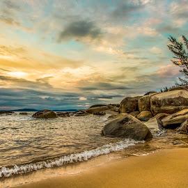 Sunrise in Taquaras Beach by Rqserra Henrique - Landscapes Beaches ( clouds, brazil, dawn, rqserra, wave, beach, rocks )