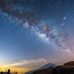 Milky way and smoking volcano by Cristobal Garciaferro Rubio - Landscapes Starscapes ( mexico, popoctepetl, smoking volcano, milky way )