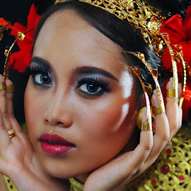 Gadis Bali by Amin Basyir Supatra - People Portraits of Women ( face, bali, fashion, girl, beautiful, mood, beauty, portrait, eyes )