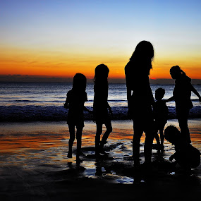Silhouettes by Leonard Sani - People Family ( sands, sunset, family, play, children, silhouettes, beach )