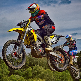 Jumping Belvedere by Marco Bertamé - Sports & Fitness Motorsports ( five hundred eighty-one, jumping, green, 581, 33, number, forest, yellow, race, two, duo, sky, red, motocross, blue, air, view, duel, thirty-three, competition )