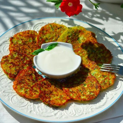 Fritters of zucchini, Healthy food