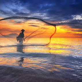 Another Catch by Hendri Suhandi - People Street & Candids ( bali, beach, sunrise, landscape, fisherman )