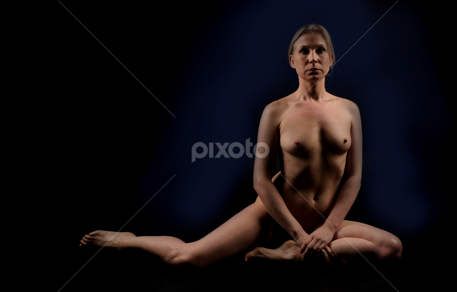 Relaxed by Vineet Johri - Nudes & Boudoir Artistic Nude ( black background, nude, girl, sitting, relaxed, beautiful, art, lady )