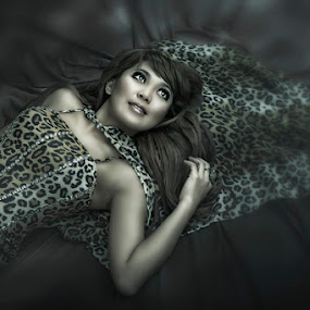 Cheetah by Jeremy Farizky - People Portraits of Women ( fashion )