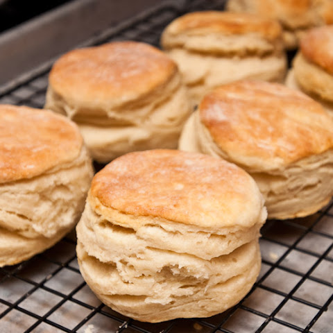 Biscuits (Southern Buttermilk Biscuits)