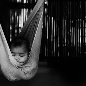 Sleeping by Amril Nuryan - People Street & Candids ( moment, funny, bw, children, candid, sleepy, sleeping, people, boy )