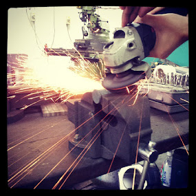 Sparks fly , it's like electricity =P @Material Science Practical Class by Elvis Leong - Products & Objects Education Objects
