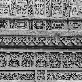 architecture at step well of adalaj by Jyubil Chaudhari - Buildings & Architecture Statues & Monuments ( mobile photos, art, commercial & journalism )