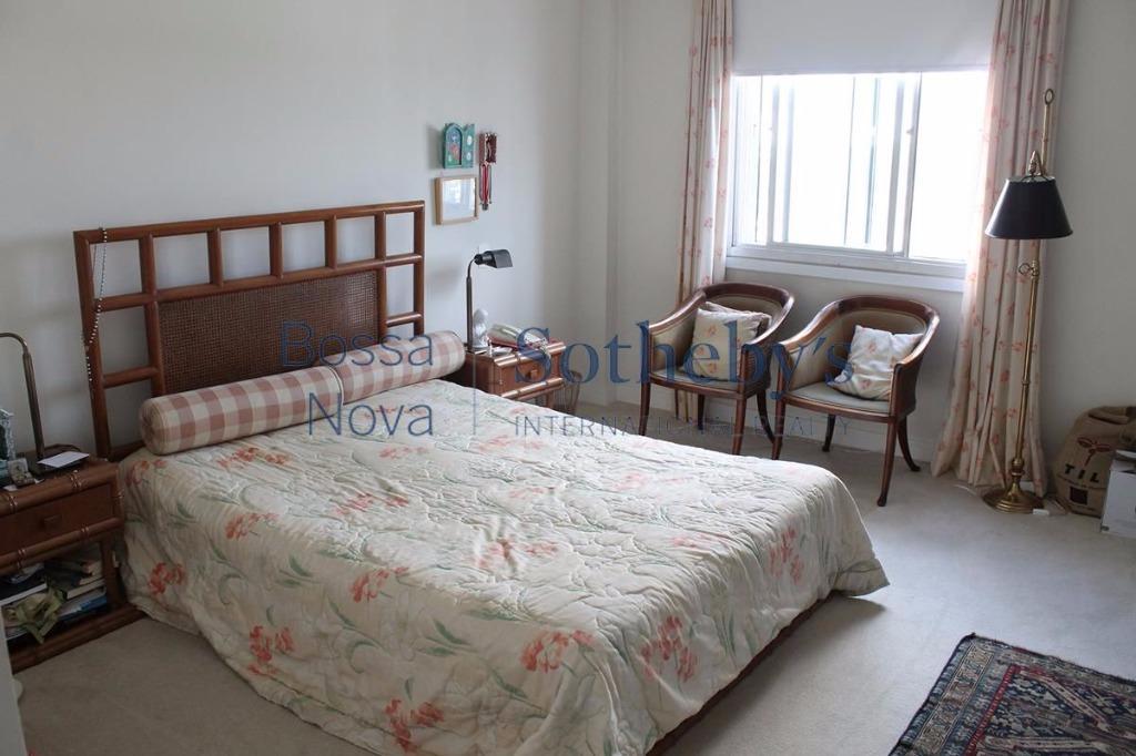 Apartamento com um amplo terraço