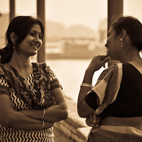 Moments ... A City Story by Sankha Ghose - People Portraits of Women (  )