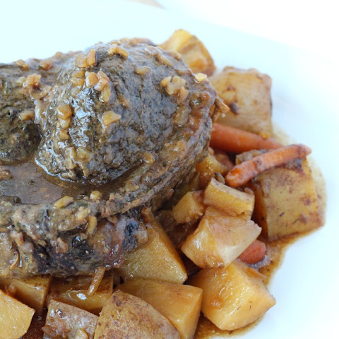 The Best Slow Cooker Pot Roast Recipe - Only 6 Ingredients!