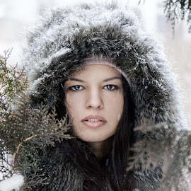 girl by Ђорђе Новаков - People Portraits of Women ( face, headshot, fashion, model, girl, brunette, portrait )