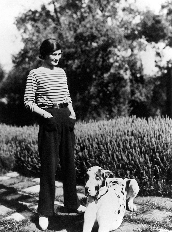 FFDKAG GABRIELLE 'COCO' CHANEL /n(1883-1971). French fashion designer. Photographed at her home, Villa La Pausa in Roquebrune, in the French Riviera, with her dog, Gigot, c1930.