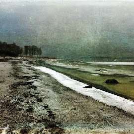 Seclusion by Randi Nilsberg - Digital Art Places ( silent, calm, reflection, randi, relax, solitude, ocean, beach, sky, enlightenment, serenity, alone, seclusion, breath, randi grace, abstract, water, randigrace, randigracenilsberg, sea, quiet, stillness, peace, randi grace nilsberg, tranquility, yoga )