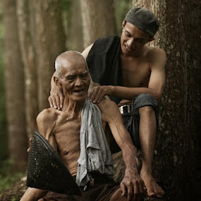 massage by Budi Cc-line - People Family ( dad with kids, indonesia, senior citizen, dad and kid )